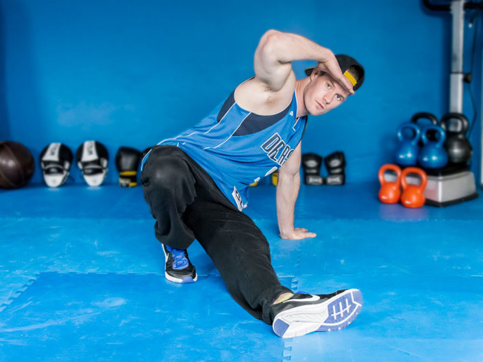 B-Boy Pascal Schwarz während den Sixstep im Fitness